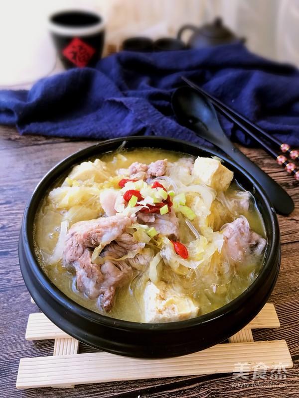 东北酸菜炖排骨成品图