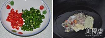 小米椒爆炒小公鸡的简单做法