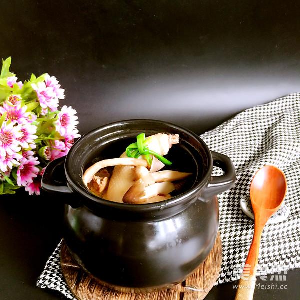 鸡枞菌土鸡汤成品图