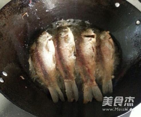 酸菜鲫鱼的做法图解