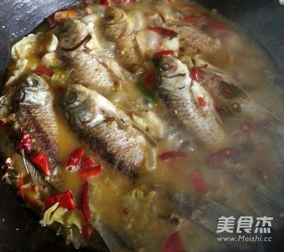 酸菜鲫鱼的简单做法