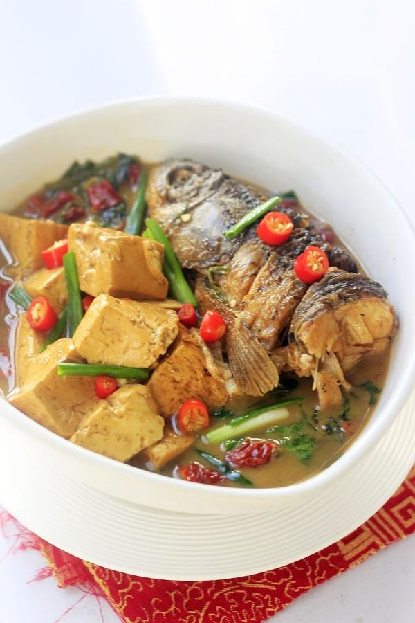 豆腐炖鱼头成品图