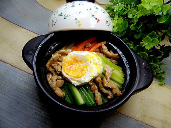 石锅拌饭成品图