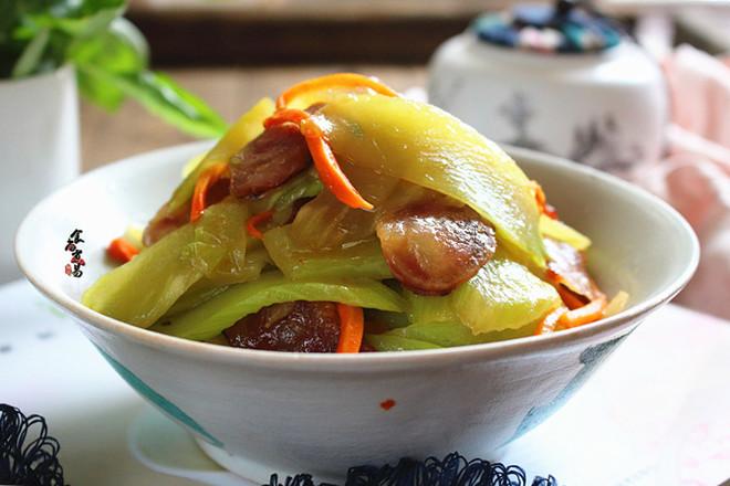 腊肠炒莴笋成品图