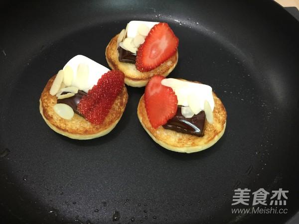 巧克力草莓棉花糖三明治的简单做法