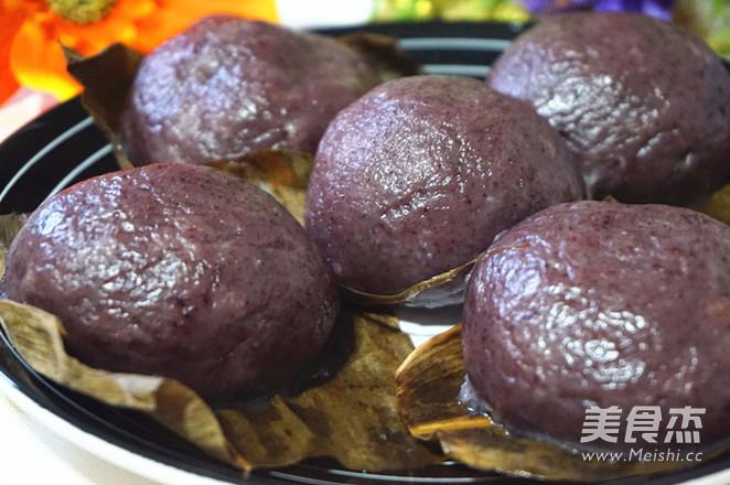 紫米咸肉糍粑成品图