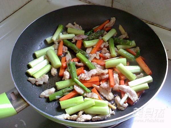 芦笋炒肉丝怎么做