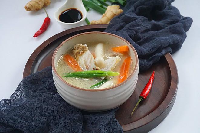 鲜菇鱼头汤成品图