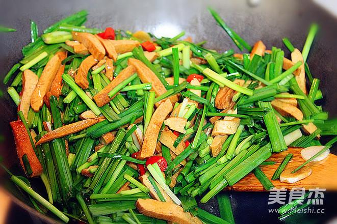 韭菜炒香干怎么做