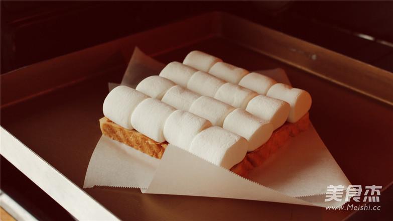 烤棉花糖厚吐司,不小心把天空的云彩咬掉了。怎么吃