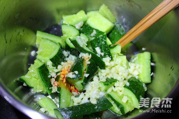 蒜拍黄瓜的简单做法
