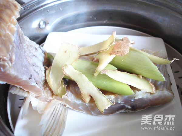 含丰富维生素之蒸咸鱼的家常做法