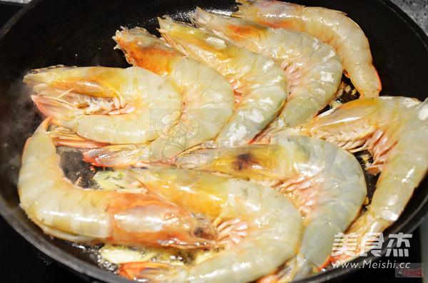 油焖大虾怎么吃