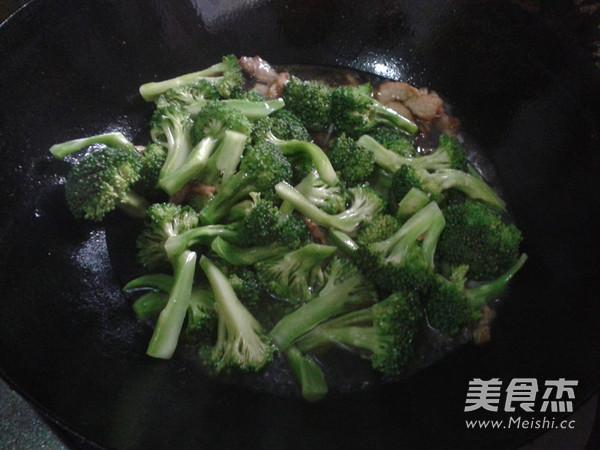 西兰花炒肉的简单做法