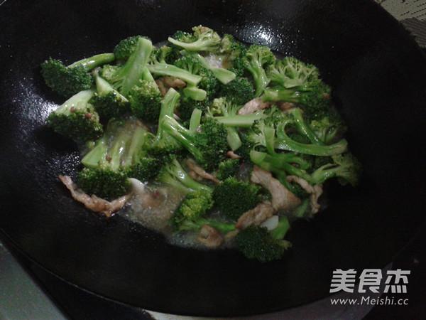 西兰花炒肉怎么吃