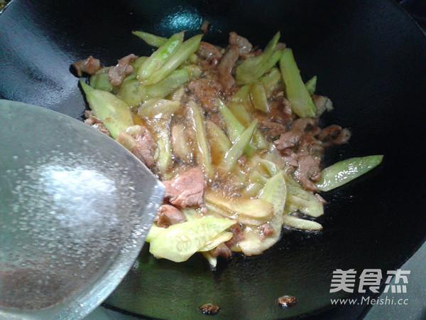 黄瓜炒肉怎么炒