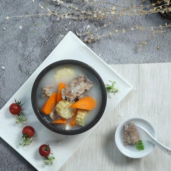 排骨玉米汤成品图