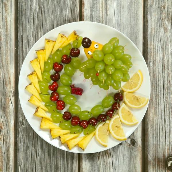 水果拼盘怎么吃