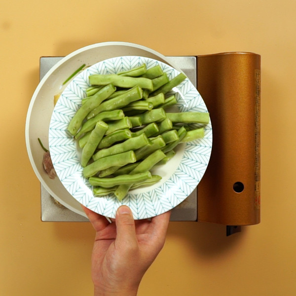 五花肉炖豆角怎么吃