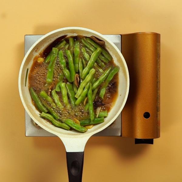 五花肉炖豆角怎么做