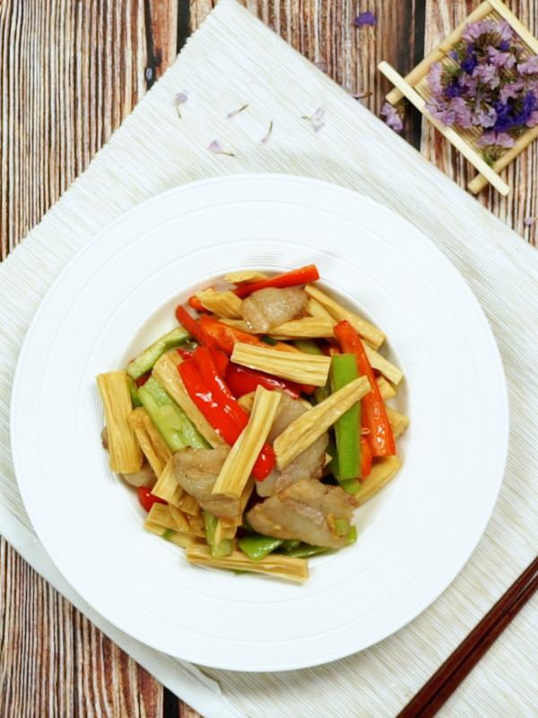 腐竹炒肉成品图