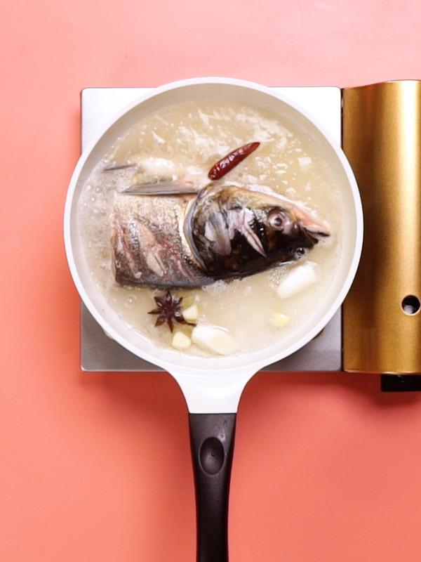 炖鱼头的家常做法