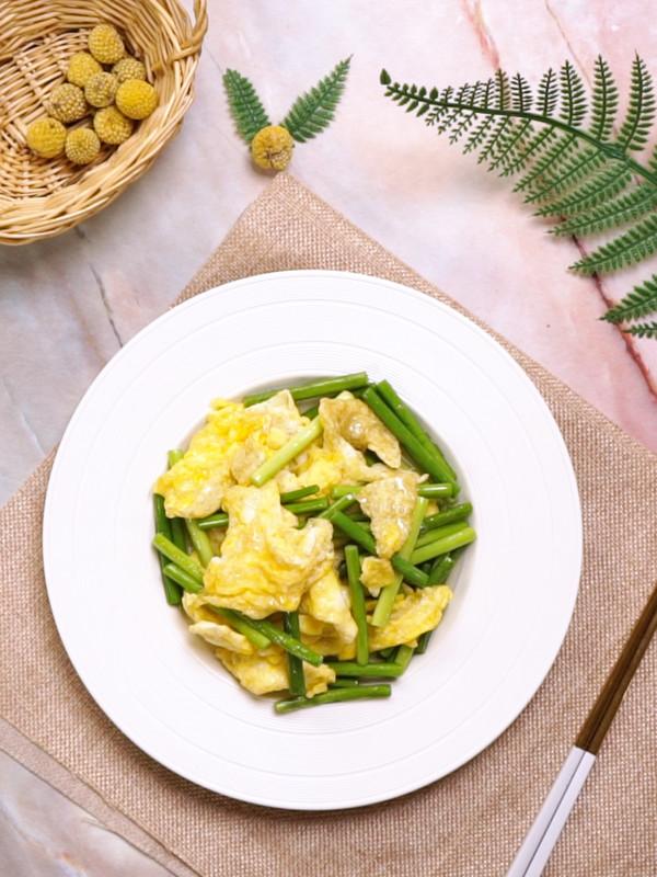 蒜苔炒鸡蛋成品图