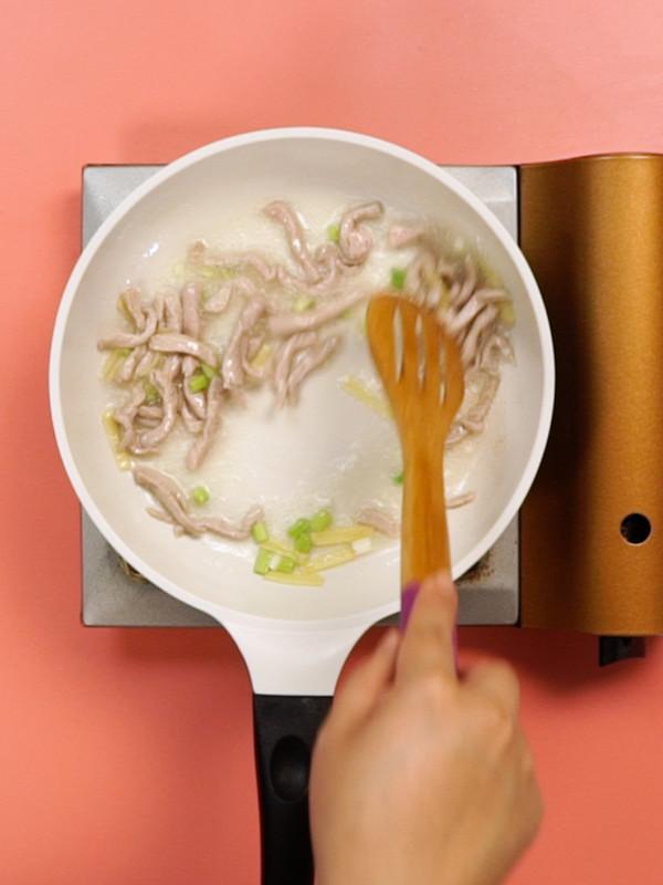 胡萝卜蒜苔炒肉丝的做法图解
