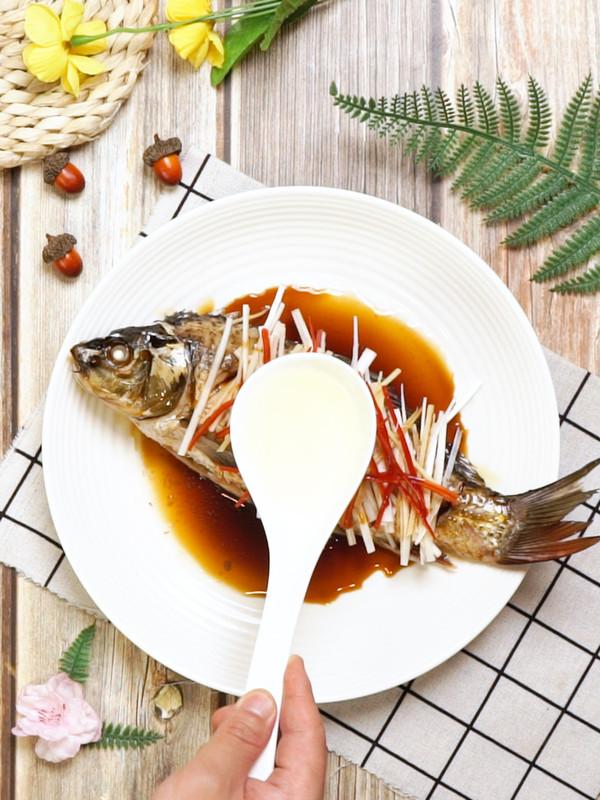清蒸鲤鱼怎么吃