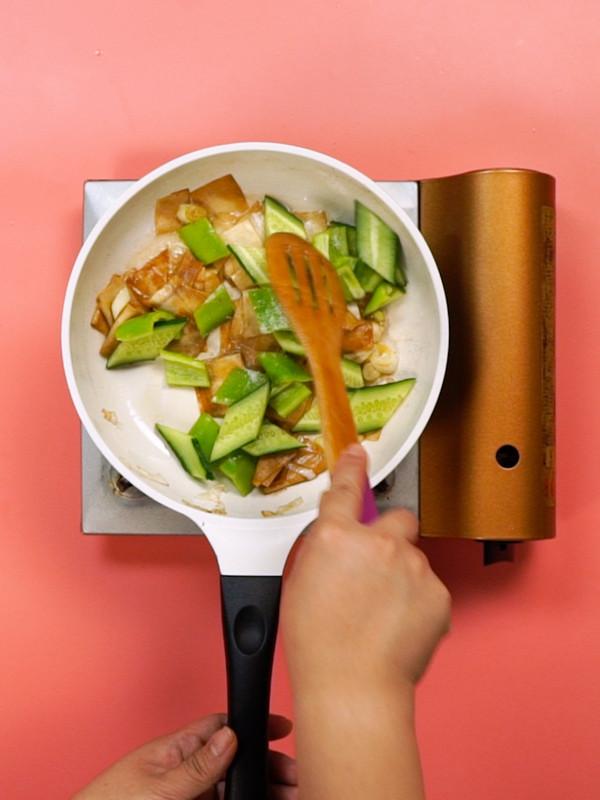 尖椒黄瓜干豆腐的简单做法