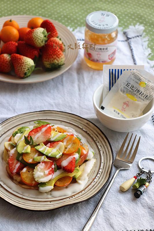 沙拉汁拌鲜果片成品图