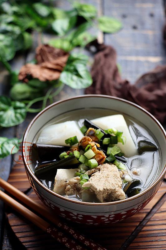 淡菜海带萝卜汤成品图