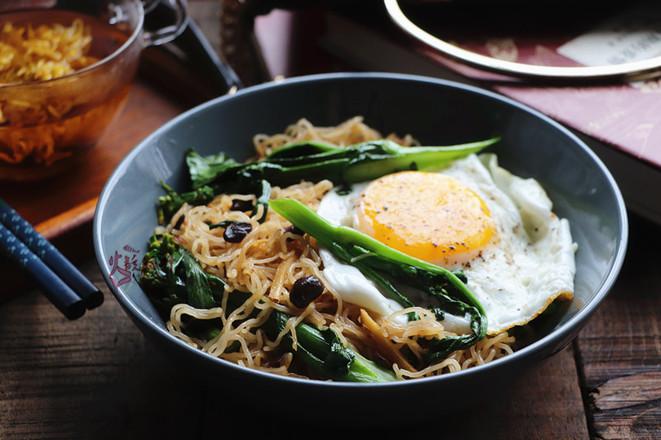 青菜鸡蛋炒米粉成品图