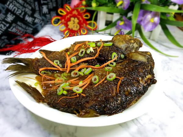 红烧鲫鱼成品图