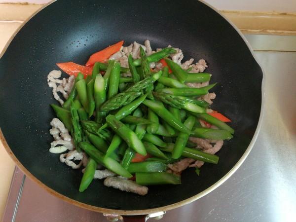 芦笋炒肉怎么煸