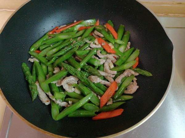 芦笋炒肉怎样煸