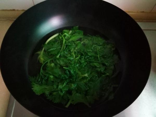 芹菜拌虾皮的家常做法