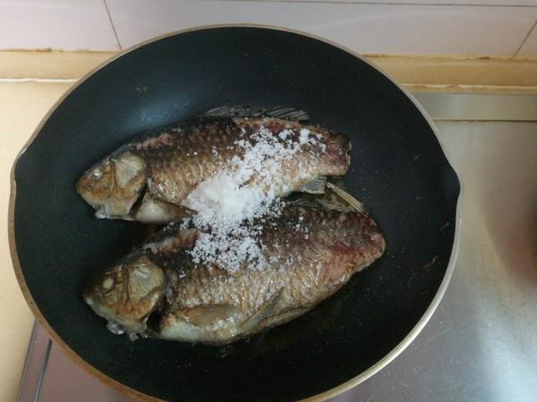 榨菜鲫鱼怎么吃