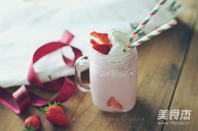 草莓奶昔成品图