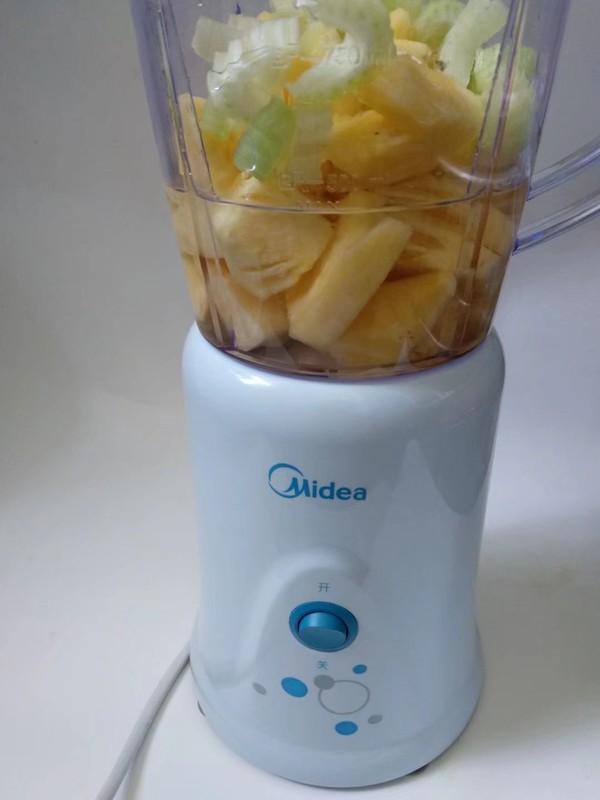 菠萝芹菜汁的家常做法