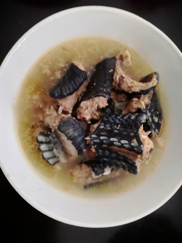 火腿肉炖乌梢蛇成品图