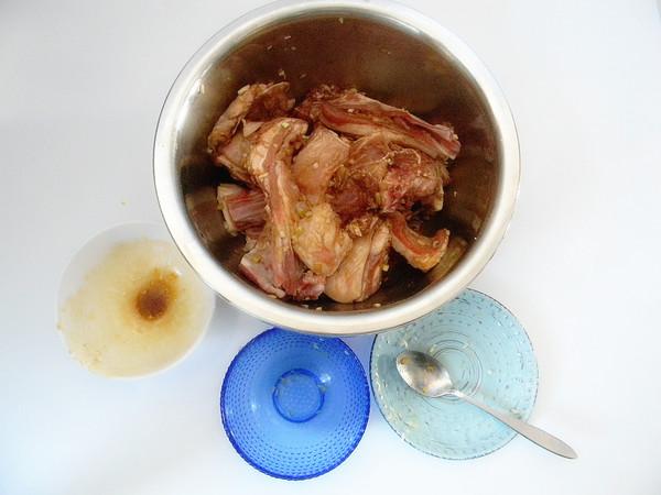 蒜香孜然烤羊排怎么吃
