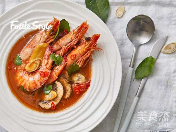 经典泰国料理冬阴功汤成品图