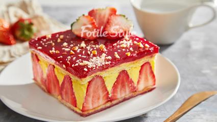法式草莓蛋糕成品图