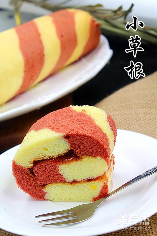 彩色条纹蛋糕卷成品图