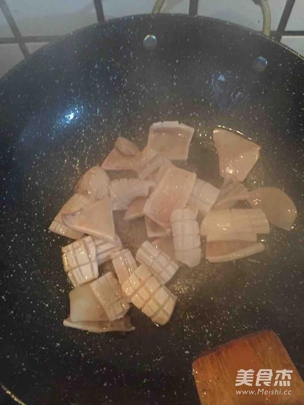 青椒炒鱿鱼的简单做法