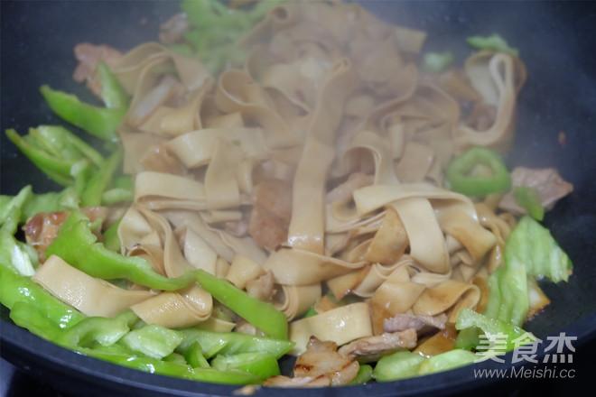 豆腐皮炒肉怎么炒