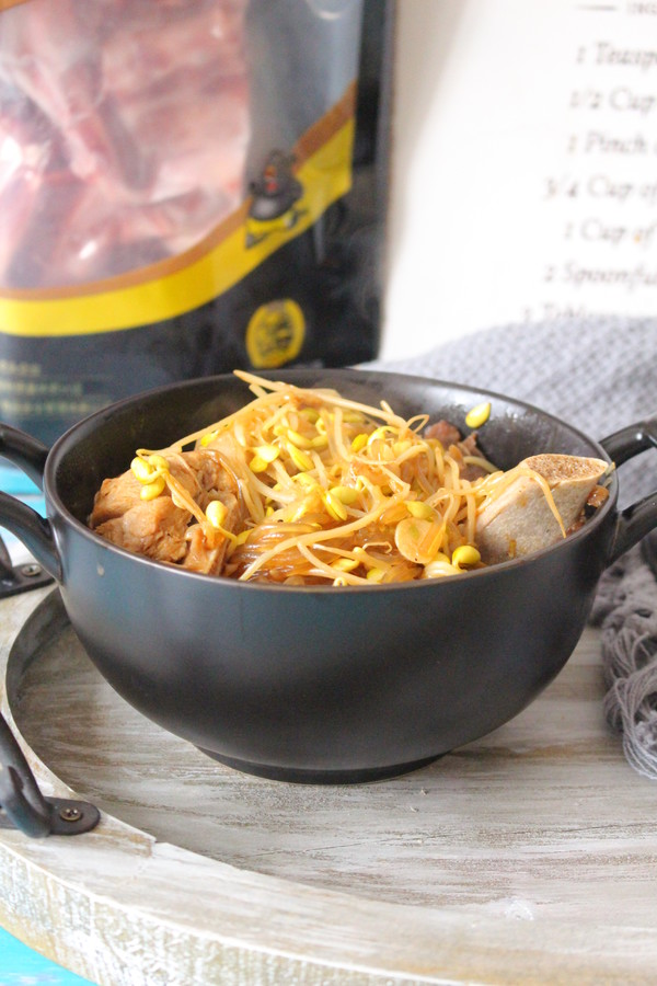 猪骨黄豆炖粉条成品图