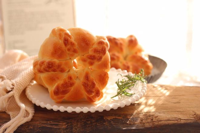 椰蓉花环面包成品图