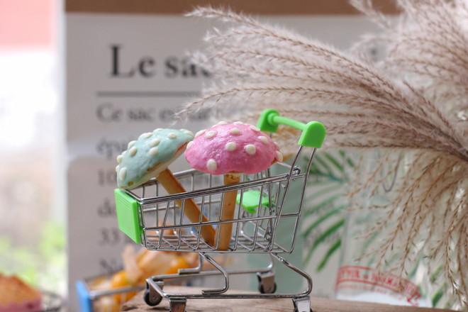 彩色小蘑菇蛋糕成品图
